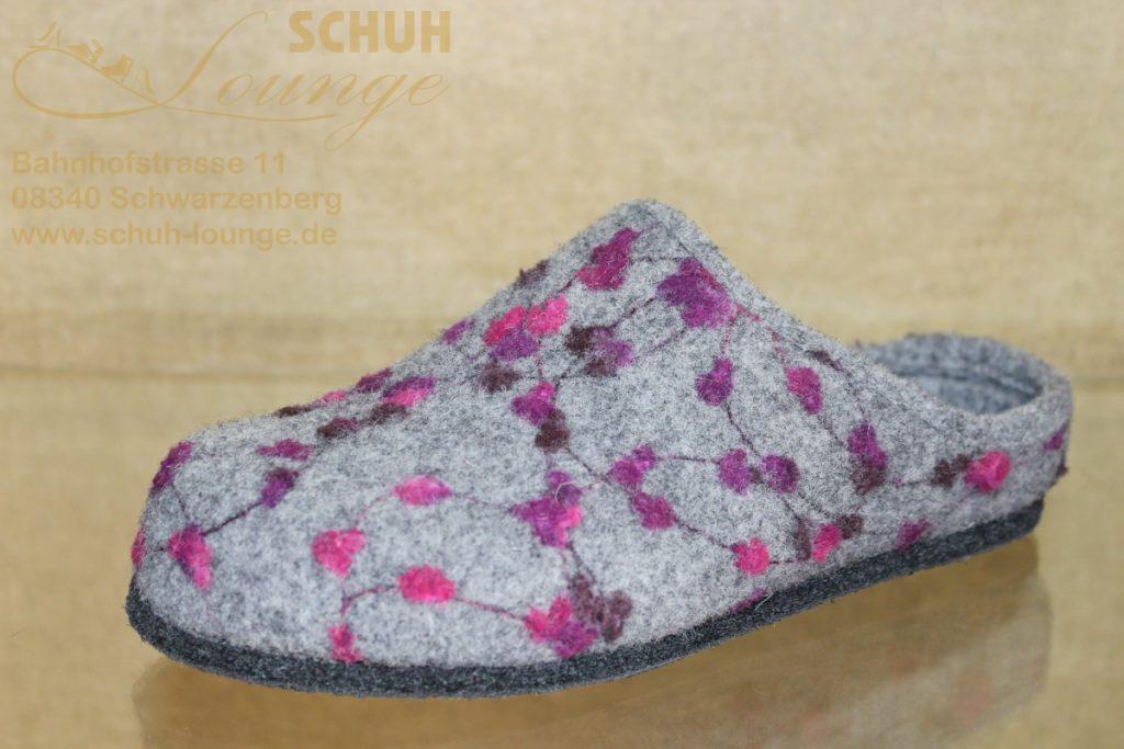 """Diese freche Pantolette ist ein echter """"Hingucker"""". Steingrauer Wollfilz wurde hier mit Noppen in frischen Beerentönen kombiniert. Das auswechselbare Fußbett und die rutschsichere dünne Filzsohle sorgen für ein gutes Laufgefühl."""