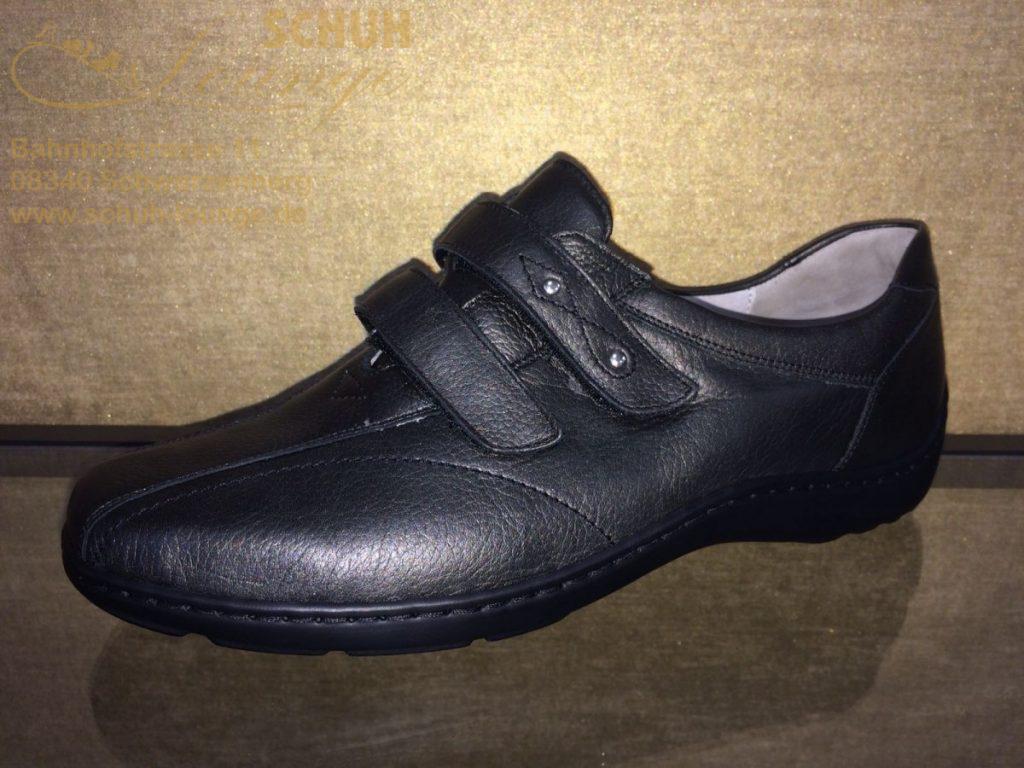 """Schlichter Halbschuh aus schiefer farbenem Glattleder in dezentem """"Metallic Look"""" mit sportlicher Note. Zwei Klettverschlüsse, ein herausnehmbares Fußbett, eingearbeitete Gelenkstütze und Luftpolstersohle sorgen auch bei diesem Schuh für viel Komfort."""