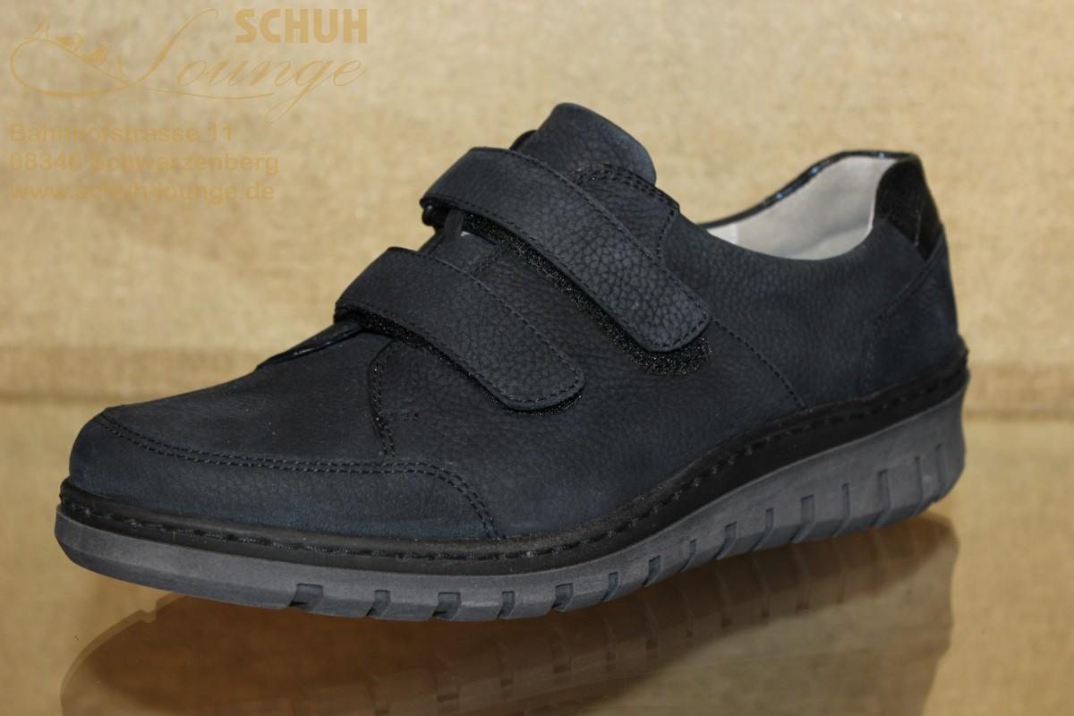 Ideal für den Herbst ist dieser bequeme Schuh aus dem Hause Waldläufer. Leichtes An- und Ausziehen gewährleisten die zwei praktischen Klettverschlüße. Das im Fersenbereich eingearbeitete Highlight im Metallic-Look wird ihnen gefallen. Dank des Wechselfußbettes haben auch hier ihre Einlagen Platz.