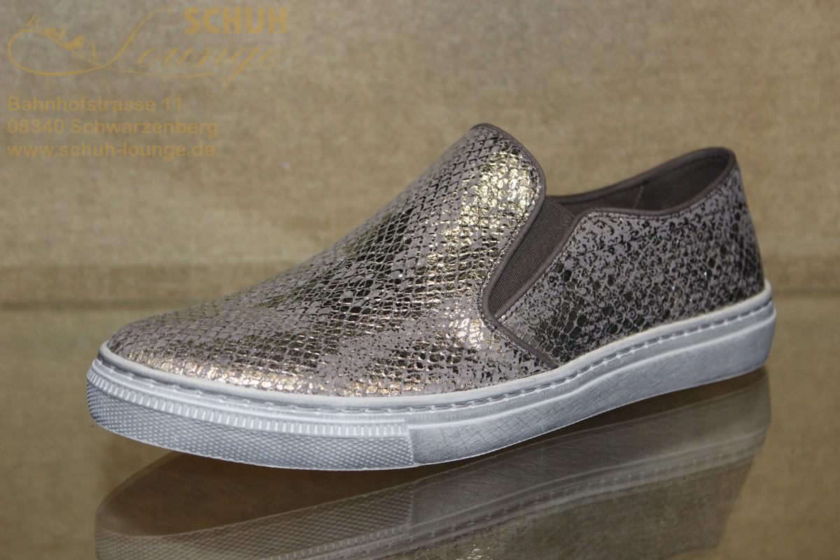 """Ein bequemer Sneaker aus Leder in Kroko-Optik mit antikem """"Silberfinish"""". Ideal für Urlaub, Freizeit oder auch die Arbeit, mit ihm machen sie nie etwas falsch. Mit einer Innensohle aus Leder, zwei seitlichen Stretcheinsätzen und einer durchgehender PU-Laufsohle mit 20 mm Absatz ist er immer angenehm am Fuß."""