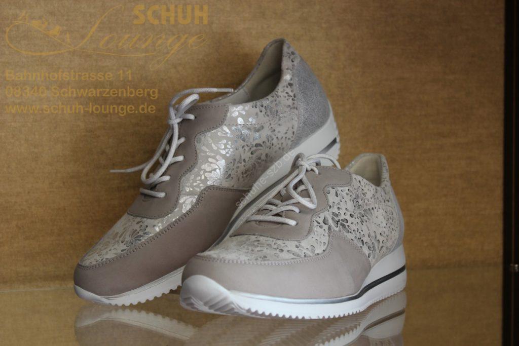 Flotter Sneaker von Waldläufer mit floralem Muster